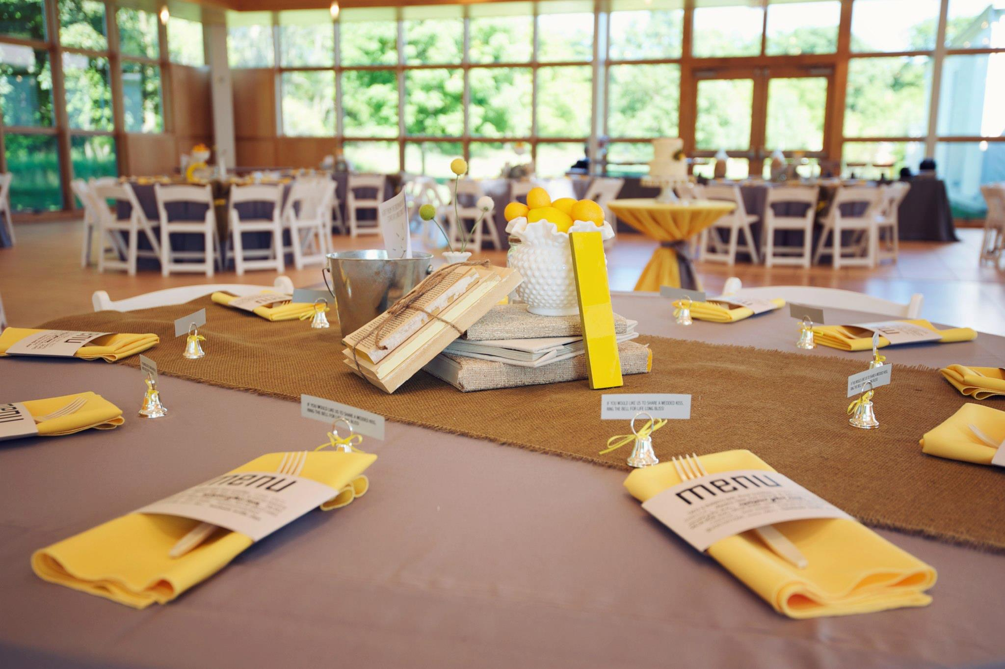 real wedding vintage touch in yellow and grey perfect day