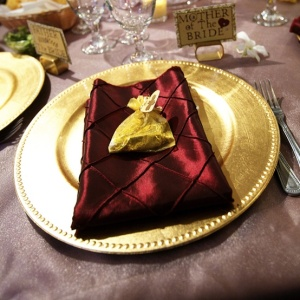 gold chargers, chicago wedding planner, wedding rentals