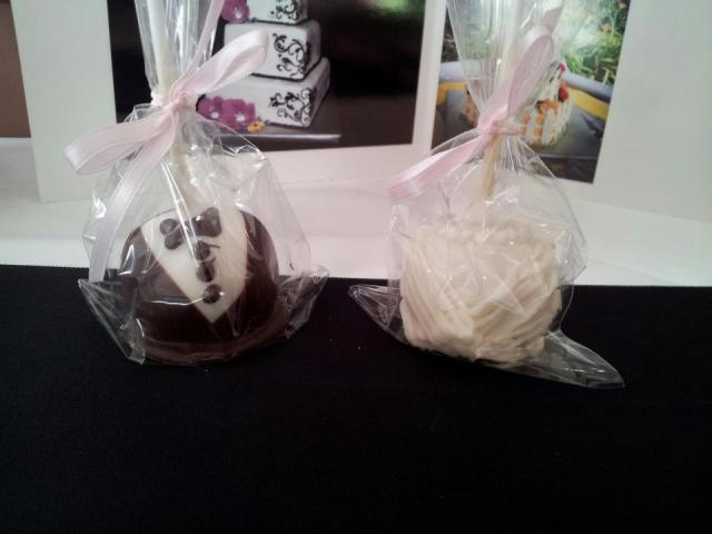 Perfect Day Wedding Planners bride and groom cake pops