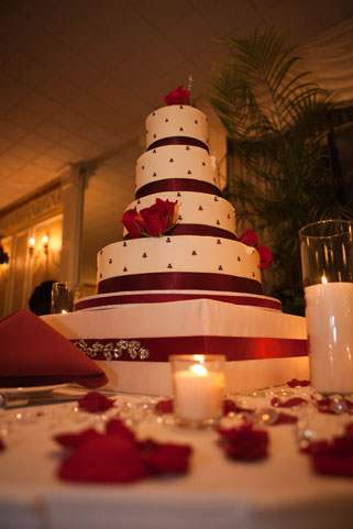 Perfect Day Wedding Planners Cake with Red Accent Flowers